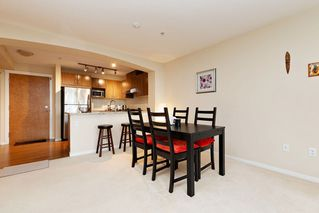 "Photo 5: 207 3082 DAYANEE SPRINGS BOULEVARD Boulevard in Coquitlam: Westwood Plateau Condo for sale in ""The Lanterns"" : MLS®# R2443838"