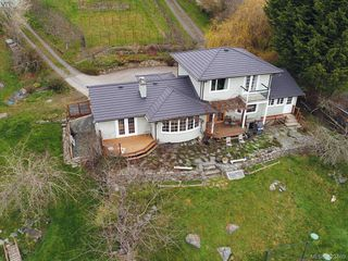 Photo 1: 1217 Mt. Newton Cross Rd in SAANICHTON: CS Inlet Single Family Detached for sale (Central Saanich)  : MLS®# 836296