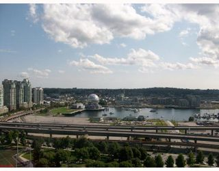 """Photo 1: 2301 550 TAYLOR Street in Vancouver: Downtown VW Condo for sale in """"TAYLOR"""" (Vancouver West)  : MLS®# V783224"""