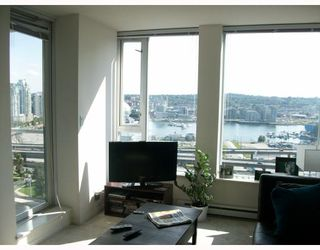"""Photo 3: 2301 550 TAYLOR Street in Vancouver: Downtown VW Condo for sale in """"TAYLOR"""" (Vancouver West)  : MLS®# V783224"""