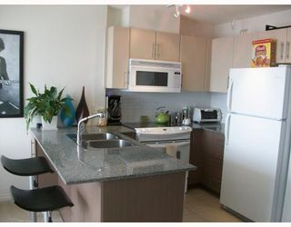 """Photo 2: 2301 550 TAYLOR Street in Vancouver: Downtown VW Condo for sale in """"TAYLOR"""" (Vancouver West)  : MLS®# V783224"""