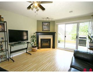 """Photo 4: 101 5556 201A Street in Langley: Langley City Condo for sale in """"MICHAUD GARDENS"""" : MLS®# F2822455"""