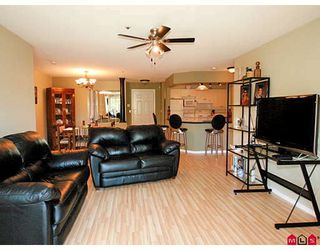 """Photo 5: 101 5556 201A Street in Langley: Langley City Condo for sale in """"MICHAUD GARDENS"""" : MLS®# F2822455"""