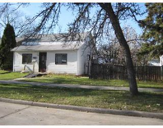 Photo 1: 422 MARJORIE Street in WINNIPEG: St James Residential for sale (West Winnipeg)  : MLS®# 2821034