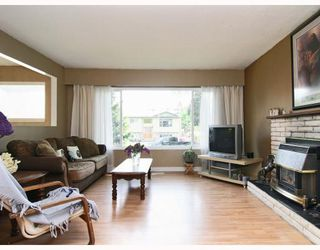 Photo 2: 12095 GEE Street in Maple_Ridge: East Central House for sale (Maple Ridge)  : MLS®# V770286