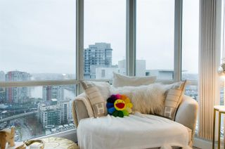"Photo 8: 2807 193 AQUARIUS Mews in Vancouver: Yaletown Condo for sale in ""MARINASIDE RESORT"" (Vancouver West)  : MLS®# R2411655"