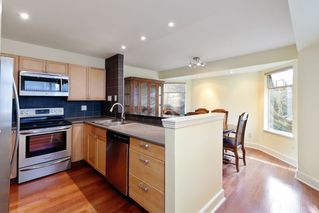 """Photo 6: 9265 BRAEMOOR Place in Burnaby: Forest Hills BN Townhouse for sale in """"MOUNTAIN GATE"""" (Burnaby North)  : MLS®# R2435025"""