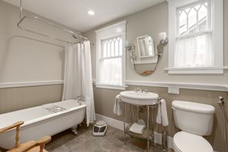 Photo 12: 2035 E Pender Street in Vancouver: Hastings House for sale (Vancouver East)  : MLS®# R2510504