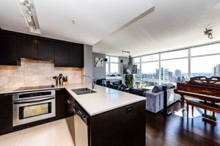 Photo 8: 901 1320 CHESTERFIELD AVENUE in North Vancouver: Central Lonsdale Condo for sale : MLS®# R2381849