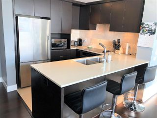 Photo 10: 901 1320 CHESTERFIELD AVENUE in North Vancouver: Central Lonsdale Condo for sale : MLS®# R2381849