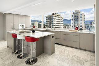 """Photo 8: 1904 1835 MORTON Avenue in Vancouver: West End VW Condo for sale in """"OCEAN TOWERS"""" (Vancouver West)  : MLS®# R2395421"""