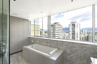 """Photo 14: 1904 1835 MORTON Avenue in Vancouver: West End VW Condo for sale in """"OCEAN TOWERS"""" (Vancouver West)  : MLS®# R2395421"""