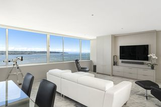 """Photo 7: 1904 1835 MORTON Avenue in Vancouver: West End VW Condo for sale in """"OCEAN TOWERS"""" (Vancouver West)  : MLS®# R2395421"""