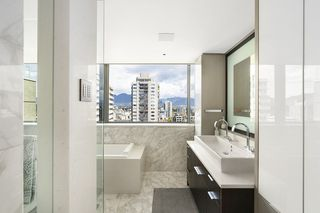 """Photo 13: 1904 1835 MORTON Avenue in Vancouver: West End VW Condo for sale in """"OCEAN TOWERS"""" (Vancouver West)  : MLS®# R2395421"""