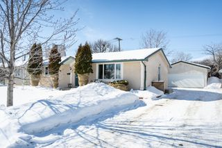 Photo 1: 134 Braintree Crescent in Winnipeg: Jameswood House for sale (5F)  : MLS®# 1905333