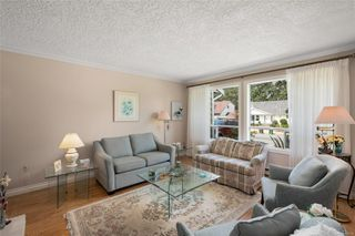 Photo 2: 1143 Nicholson St in : SE Lake Hill House for sale (Saanich East)  : MLS®# 850708