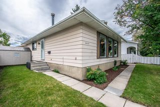Photo 2: 3005 DOVERBROOK Road SE in Calgary: Dover Detached for sale : MLS®# A1020927