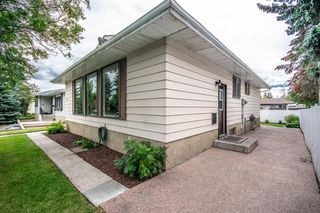 Photo 3: 3005 DOVERBROOK Road SE in Calgary: Dover Detached for sale : MLS®# A1020927