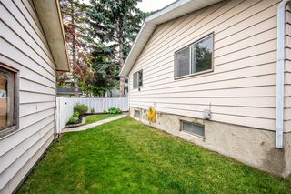 Photo 5: 3005 DOVERBROOK Road SE in Calgary: Dover Detached for sale : MLS®# A1020927