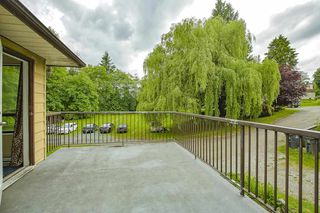 "Photo 4: 8676 E TULSY Crescent in Surrey: Queen Mary Park Surrey Townhouse for sale in ""Bear Creek Estates"" : MLS®# R2463372"