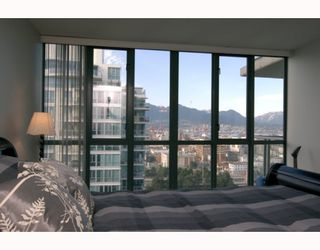 "Photo 8: 1904 1088 QUEBEC Street in Vancouver: Mount Pleasant VE Condo for sale in ""THE VICEROY"" (Vancouver East)  : MLS®# V754003"