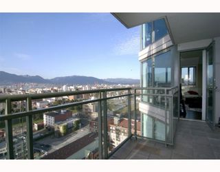 "Photo 2: 1904 1088 QUEBEC Street in Vancouver: Mount Pleasant VE Condo for sale in ""THE VICEROY"" (Vancouver East)  : MLS®# V754003"