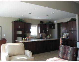 Photo 2: 4 EASTOAK Drive in WINNIPEG: Windsor Park / Southdale / Island Lakes Residential for sale (South East Winnipeg)  : MLS®# 2911775