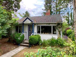"Photo 3: 12183 AGAR Street in Surrey: Crescent Bch Ocean Pk. House for sale in ""Crescent Beach"" (South Surrey White Rock)  : MLS®# R2388209"