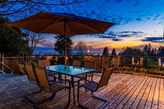 Photo 2: 250 W Rockland Road in North Vancouver: Upper Lonsdale House for sale : MLS®# r2388323