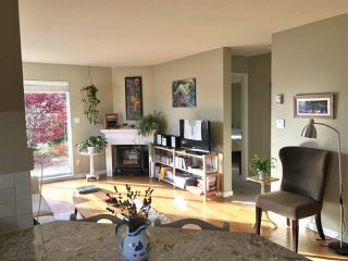 Photo 2: 11 689 PARK Road in Gibsons: Gibsons & Area Condo for sale (Sunshine Coast)  : MLS®# R2417344