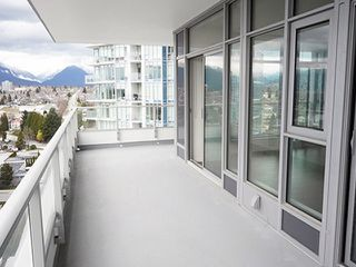 """Photo 9: 2108 1888 GILMORE Avenue in Burnaby: Brentwood Park Condo for sale in """"TRIOMPHE"""" (Burnaby North)  : MLS®# R2447396"""
