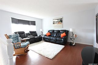 Photo 3: 233 Lorne Street West in Swift Current: North West Residential for sale : MLS®# SK825782