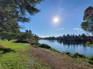 Photo 1: 207 75 W Gorge Rd in : SW Gorge Condo for sale (Saanich West)  : MLS®# 858739