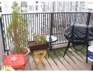 """Photo 9: 2304 1055 HOMER Street in Vancouver: Downtown VW Condo for sale in """"DOMUS"""" (Vancouver West)  : MLS®# V798814"""