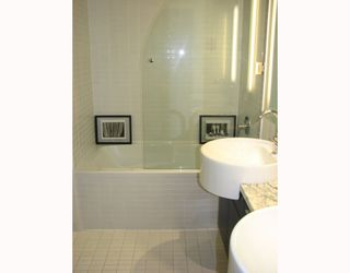 """Photo 6: 2304 1055 HOMER Street in Vancouver: Downtown VW Condo for sale in """"DOMUS"""" (Vancouver West)  : MLS®# V798814"""