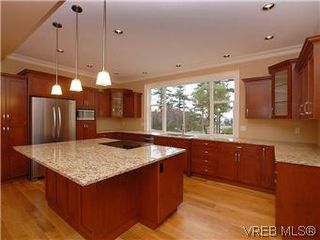 Photo 3: 4246 Gordon Head Rd in VICTORIA: SE Gordon Head House for sale (Saanich East)  : MLS®# 558289