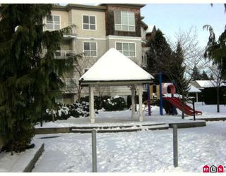 "Photo 7: 215 10186 155TH Street in Surrey: Guildford Condo for sale in ""Somerset"" (North Surrey)  : MLS®# F2833763"