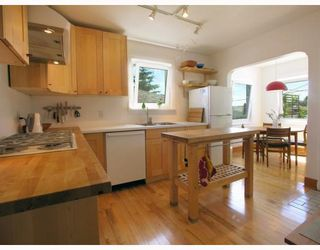 Photo 3: 2928 E GEORGIA Street in Vancouver: Renfrew VE House for sale (Vancouver East)  : MLS®# V778248