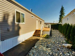 "Photo 13: 22 24330 FRASER Highway in Langley: Otter District Manufactured Home for sale in ""Langley Grove Estates"" : MLS®# R2390196"