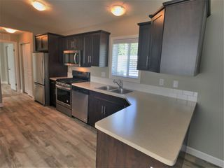 "Photo 5: 22 24330 FRASER Highway in Langley: Otter District Manufactured Home for sale in ""Langley Grove Estates"" : MLS®# R2390196"