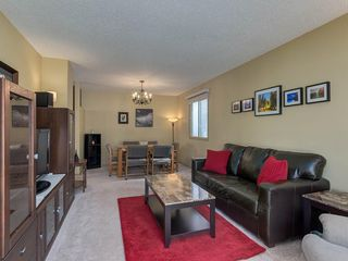 Photo 3: 16 RIVERVALLEY Crescent SE in Calgary: Riverbend Detached for sale : MLS®# C4298006