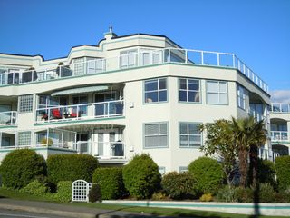 "Photo 1: 304 15367 BUENA VISTA Avenue: White Rock Condo for sale in ""THE PALMS"" (South Surrey White Rock)  : MLS®# F1017540"