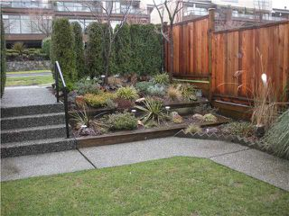 Photo 2: 211 E 4TH Street in North Vancouver: Lower Lonsdale Townhouse for sale : MLS®# V865398