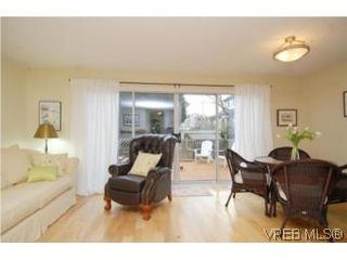 Photo 2: 1 26 Menzies St in VICTORIA: Vi James Bay Row/Townhouse for sale (Victoria)  : MLS®# 494290