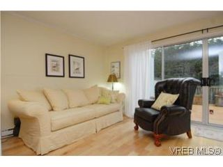 Photo 4: 1 26 Menzies St in VICTORIA: Vi James Bay Row/Townhouse for sale (Victoria)  : MLS®# 494290