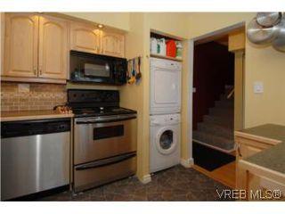 Photo 2: 308 1366 Hillside Ave in VICTORIA: Vi Oaklands Condo for sale (Victoria)  : MLS®# 504943