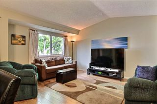 Photo 3: 415 WILLOW Court in Edmonton: Zone 20 Townhouse for sale : MLS®# E4172589