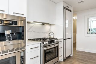 """Photo 2: 604 15152 RUSSELL Avenue: White Rock Condo for sale in """"Miramar - Tower """"A"""""""" (South Surrey White Rock)  : MLS®# R2508829"""