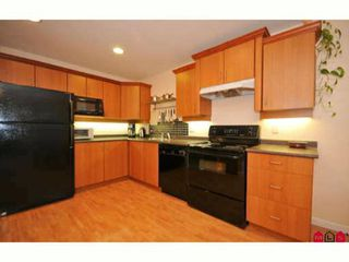"Photo 2: 60 16388 85TH Avenue in Surrey: Fleetwood Tynehead Townhouse for sale in ""CAMELOT VILLAGE"" : MLS®# F2922687"