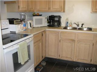 Photo 2: 8 738 Wilson St in VICTORIA: VW Victoria West Row/Townhouse for sale (Victoria West)  : MLS®# 506091
